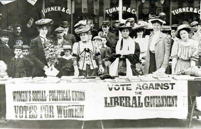 Suffragettes at a campaign stand, c.1910 (b/w photo)
