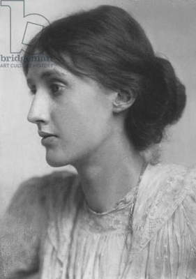 Virginia Woolf, 1902 (b/w photo)