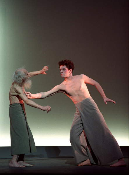 Image of OEDIPUS REX by Igor Stravinsky, directed by Bob Wilson at the Châtelet Theatre. With: François Chat, Francis Bouc,   Pascal Victor /ArtCom Press/ Bridgeman Images.