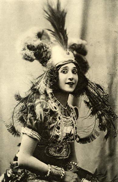 Image of Tamara Karsavina in Stravinsky's L'Oiseau de Feu' (Firebird) First production. Russian dancer (1885-?), © Lebrecht Music Arts / Bridgeman Images