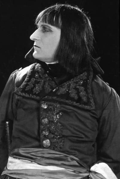 Image of a film still from the film silencieux. Napoleon is shown here in side profile.  Napoleon is played by French actor Albert Dieudonne in the 1927 Film. © Bridgeman Images