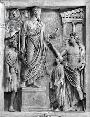 Marcus Aurelius (AD 121-180) Delivering a Speech at the Forum, or Hadrian (AD 76-138) Delivering a Funeral Oration for Sabine, probably 3rd or 4th century AD (marble) (b/w photo)