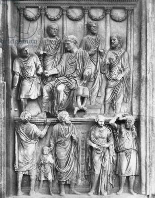 Emperor Marcus Aurelius in the act of 'liberalitas', Aurelian relief located in the Arch of Constantine, Antonine period, c.176-180 (marble) (b/w photo)