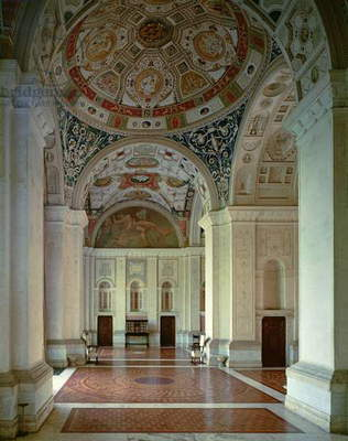 View of the vaulted loggia and entrance hall, designed for Cardinal Giuliano de'Medici (1478-1534) by Raffaello (1483-1520) Giulio Romano (1492-1546) and Giovanni da Udine (1487-1564) 1520's (photo)