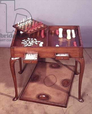 Games table, walnut, top reverses for backgammon, chess or cribbage, c.1710