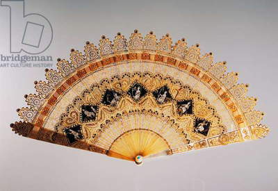 Cathedral style brise hand fan in Charles X style, pierced horn, painted and gilded, France, 19th century