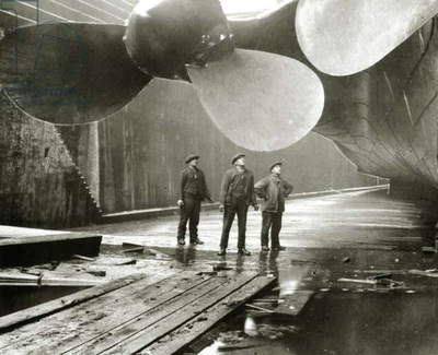 The Titanic's propellers in the Thompson Graving Dock of Harland & Wolff, Belfast, Ireland, 1910-11 (b/w photo) (detail of 418661)