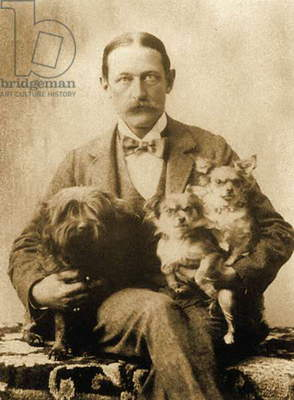 Portrait of Edward Robbins Wharton (Teddy) with his dogs Jules, Miza and Mimi (photo).