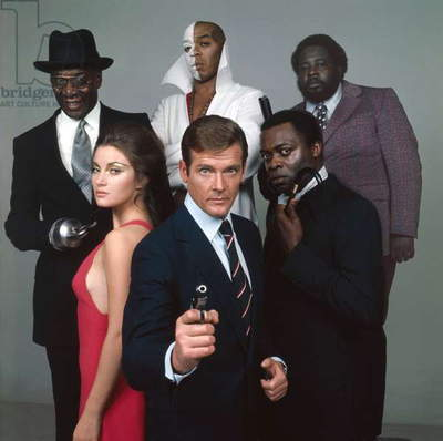 LIVE AND LET DIE, 1973 directed by GUY HAMILTON Jane Seymour, Roger Moore,Yaphet Kotto, Julius W.Harry, Geoffrey Holder and Earl Jolly Brown (photo)
