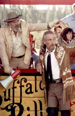 Le realisateur Robert Altman and Paul Newman sur le tournage du film Buffalo Bill and les Indiens BUFFALO BILL AND THE INDIANS, 1976 (photo)