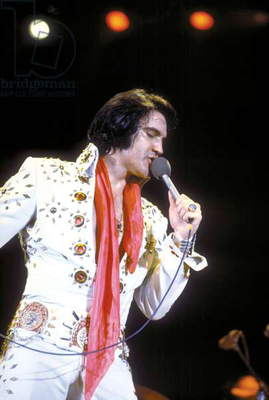 ELVIS ON TOUR, 1972 directed by ROBERT ABEL AND PIERRE ADIDGE Apr 08, 1972; Hollywood, USA; Singer ELVIS PRESLEY stars the musial documentary 'Elvis On Tour' directed by Robert Abel and Pierre Abidge. Mandatory Credit: Photo by Metro Goldwyn Mayer/ZUMA Press (photo)