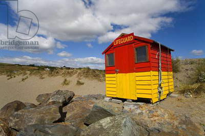 Bunmahon Beach, County Waterford, Ireland; Lifeguard Hut On Beach (photo)