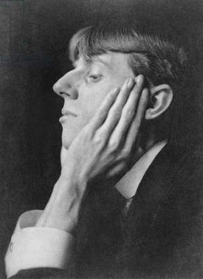 Aubrey Beardsley, (1872-1898), English illustrator, who made distinctive linear ink drawings in Art Nouveau style. 1895 photo by Frederick H. Evans (1853-1943)