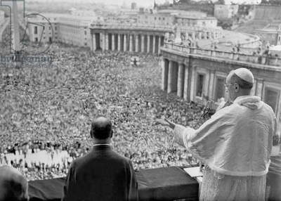 Pope Pius XII speaking during a rally for Cardinal Mindszenty (b/w photo)