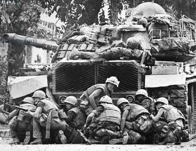 VIETNAM WAR: TET OFFENSIVE U.S. Marines take cover from sniper fire during the Battle of Hue, 1 February 1968.
