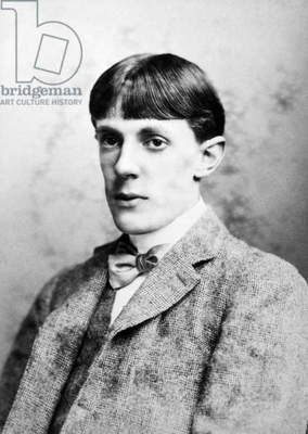 AUBREY VINCENT BEARDSLEY (1872-1898). English artist. Photographed in the 1890s.