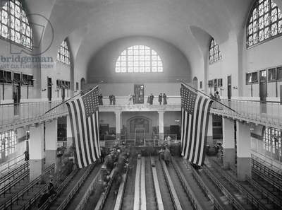 Inspection Room, Ellis Island, New York City, USA, c.1910 (b/w photo)