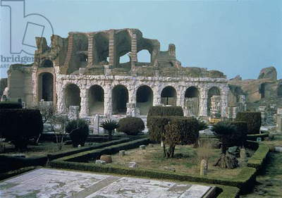 Ruins of the Amphitheatre, 1st century (photo)