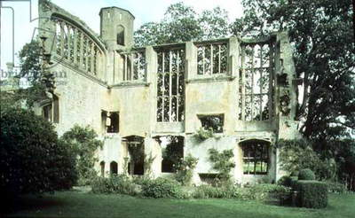 Ruins of the Castle Hall, Sudeley Castle, Winchcombe, Gloucestershire (photo)