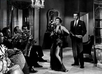 Jane Wyman is dancing under the eyes of a curious Ray Milland