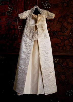 Christening robe, possibly for the Princess Elizabeth in 1533 (silk & lace)
