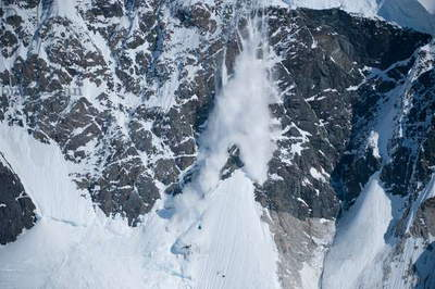 An avalanche in Antarctica (photo)