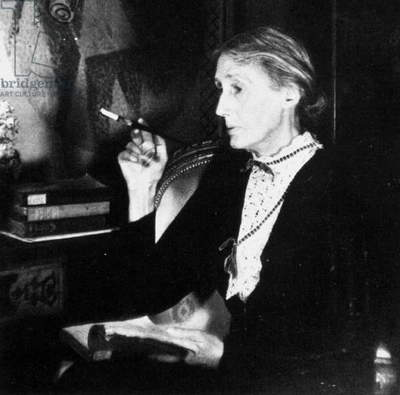 Virginia Woolf (b/w photo)