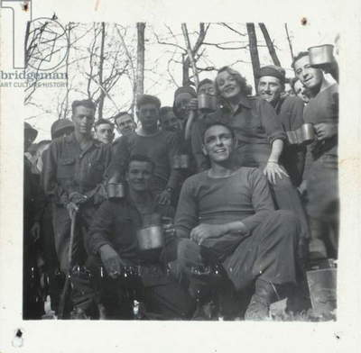 Marlene Dietrich with soldiers, during the Second World War (b/w photo)