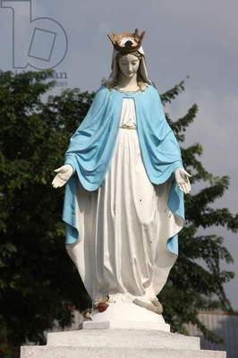 Lourdes Virgin statue (photo),