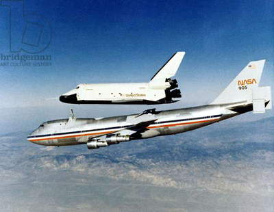 Entreprise space shuttle flignt separates from the Nasa 905 jet trials 1977
