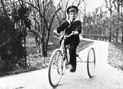 Czarevitch Alexis Nicolarevitch (1904-1918) haemophiliac son of russian czar Nicolas II, Romanov dynasty, here on a tricycle in 1913