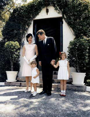 President John Kennedy and his wife Jackie and their children John Fitzgerald Kennedy Jr and Caroline at Palm Beach, Florida april 14, 1963 (Jackie wearing a mauve linen dress by Oleg Cassini created in 1963)