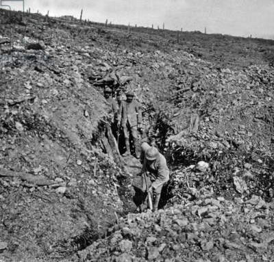 clearing of a trench in Caurieres near Verdun, France, 1916