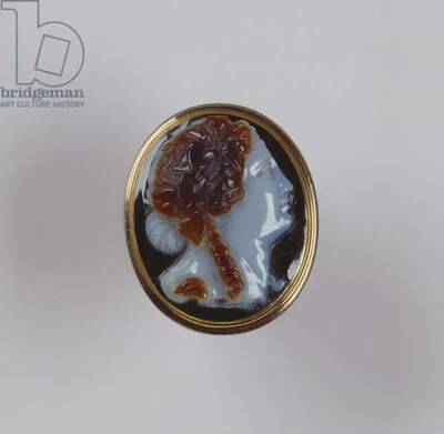 Ring with a cameo of Ariadne (onyx & gold)