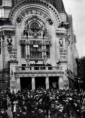 Postal Strike in front of the Cinema Palace-Gaumont, 1909 (b/w photo)