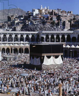 View of the Kaaba in the courtyard of the main mosque (photo)