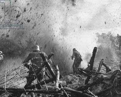 German soldiers in the fire of French artillery, in the foreground a fallen soldier, Verdun, 1916 (b/w photo)