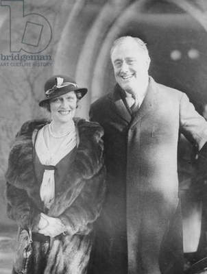 Lady Nancy Astor visiting the newly elected American President Franklin Delano Roosevelt in Hyde Park, London, England, 1932 (b/w photo)