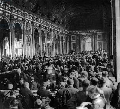 Hall of Mirrors (Palace of Versailles) where delegate from different countries discuss the Treaty of Versailles, june 28, 1919