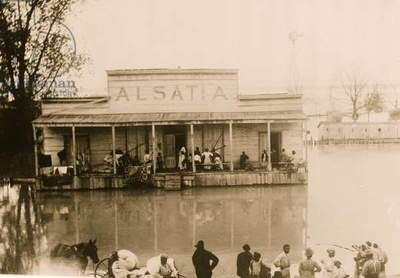 Small Town of Alsatia Afloat in Mississippi Flood 1912 (photo)