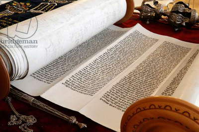 Torah scroll and Yad, Torah pointer (photo)