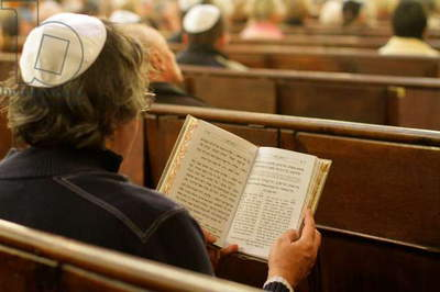 Torah reading (photo)