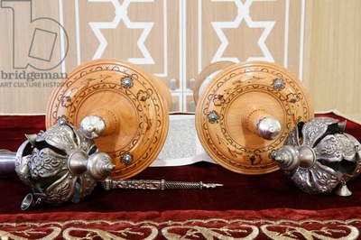 Torah scroll and the two Rimonim (photo)
