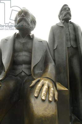 Bronze statues of Karl Marx and Friedrich Engels, Marx-Engels-Forum, Berlin (photo)
