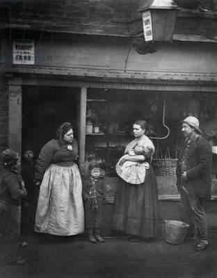 Street scene in Victorian London (b/w photo)