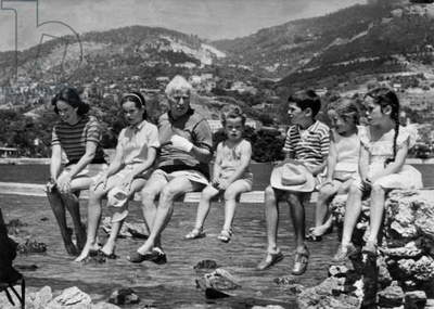 Charlie Chaplin With his Wife Oona and Their Children : Oona O'Neill, Josephine, Charles Chaplin, Annette Emilie, Eugene, Jane, Victoria (b/w photo)