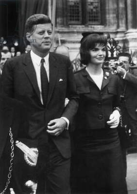 American President John Kennedy and his Wife Jackie June 1St, 1961 during Their Trip To Paris (Jackie Wearing Dark Blue Silk Suit Created By Ninon in 1961) (b/w photo)