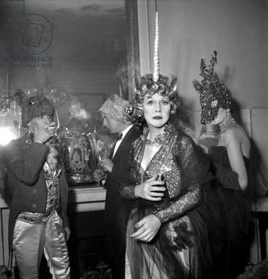 Fancy Dress Ball in Paris on March 24, 1949 : Lady Diana Cooper As Unicorn and the Laurel (R) (b/w photo)