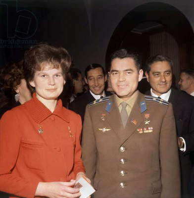 Valentina Tereshkova and her husband Andrian Nikolaiev at their arriving in Paris, 10 May 1965 (photo)