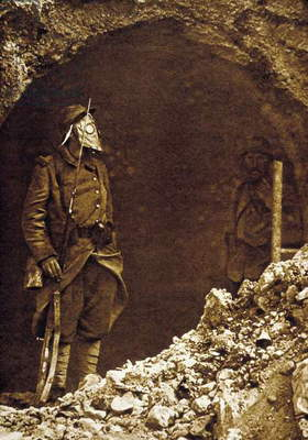 Battle of Verdun, France, 1916 : a sentry with a gas mask